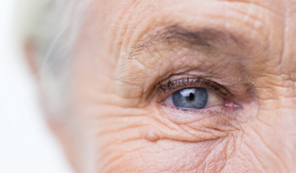 Occhio signora anziana